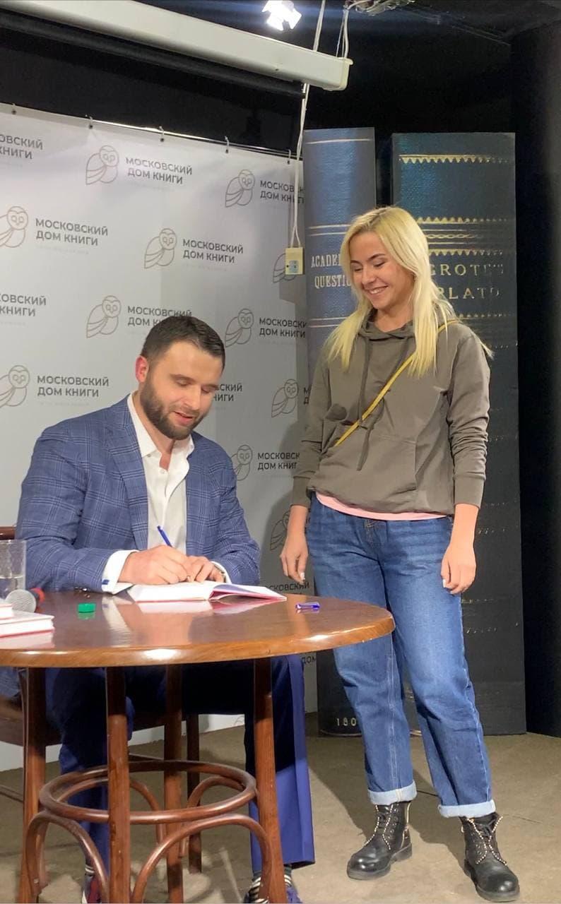 Автограф Филиппа Литвиненко в Московском доме книги